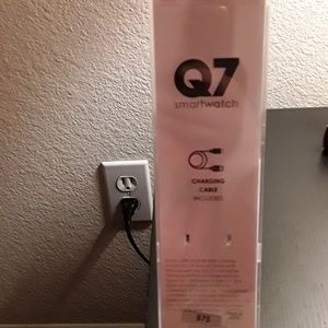 NEW Q7 Smartwatch **GREAT OFFER!!** NWT